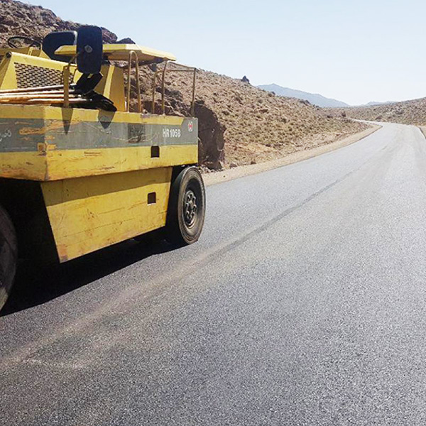 عملیات آسفالت معابر معادن چغارت و سه چاهون و جاده دسترسی به چاههای آب حسن آباد