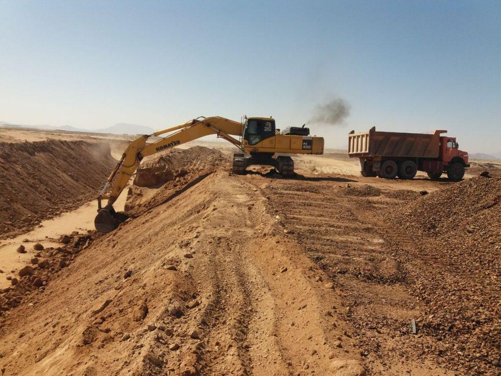 زیرسازی ریل ها و انبار های سایت بندر خشک